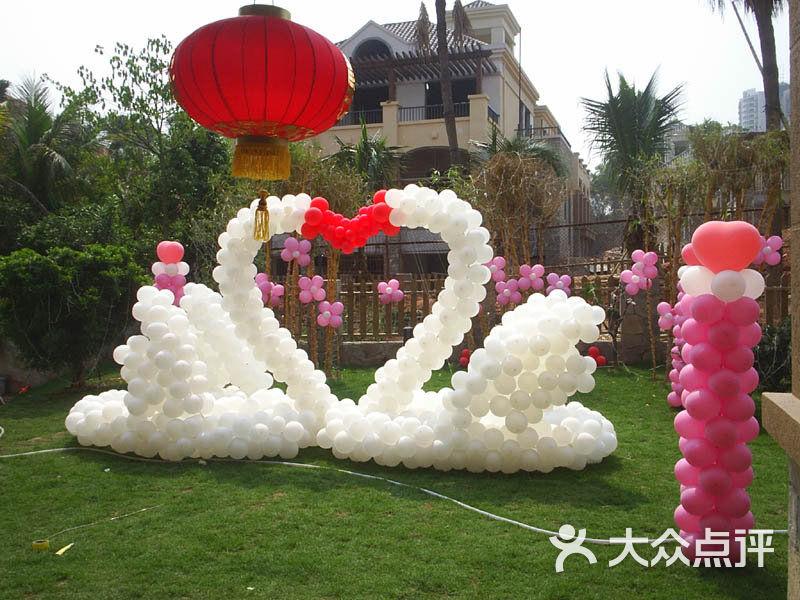 一个长气球编小动物步骤图天鹅