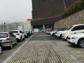 贵州省博物馆停车场-入口