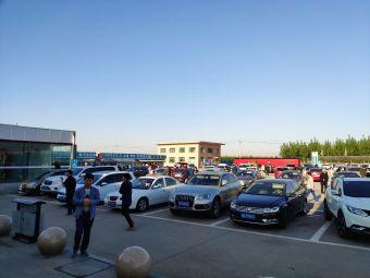 玉田服务区停车场
