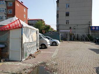 方晓小区-停车场
