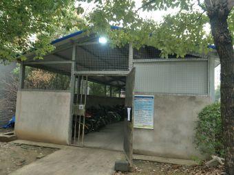 珊瑚苑小区停车场