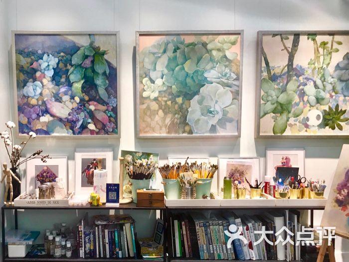 国画画室布置图片 教育资讯  2020年2月9画室装饰视频 38x38实木相框图片