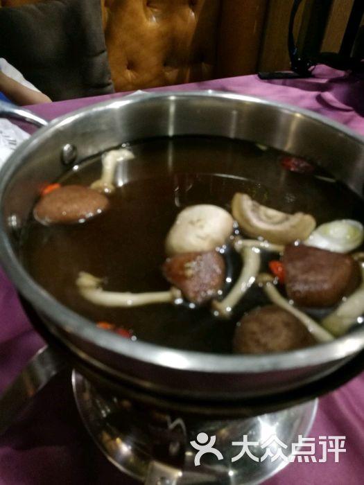一米阳光火锅餐厅菌汤锅底图片 - 第3张