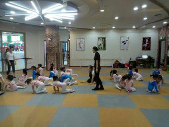 华厦舞蹈学校