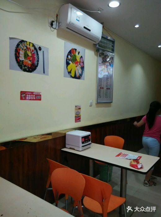 寿司喜爱吃美食,今天周末就带她来这里买一.介绍潮汕女儿图片图片