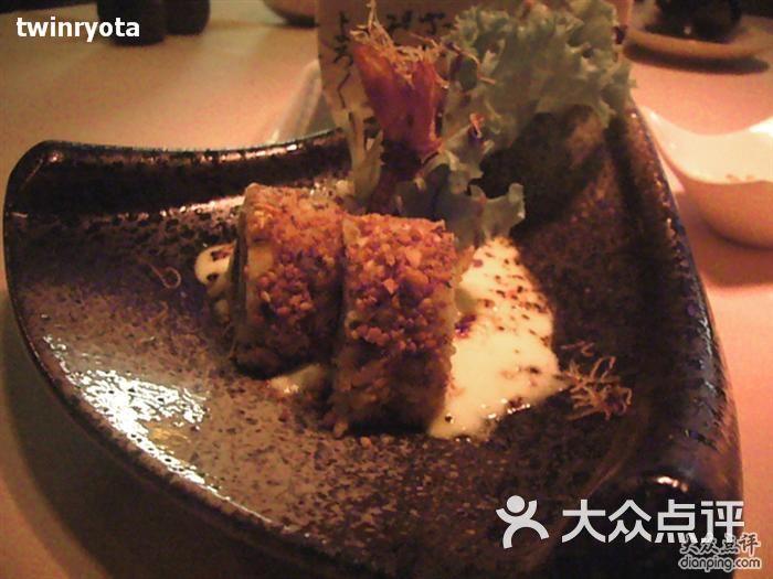 Blu Sushi Martini(雁荡路店)摆盘都不错,寿司里有脆脆的东西图片 - 第2张