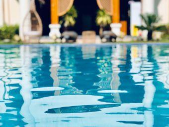 天空水台温泉客栈游泳池