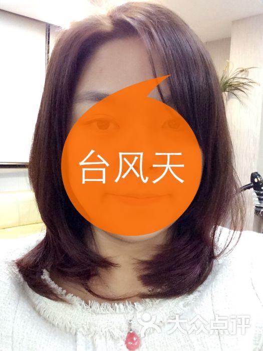 橙黄内扣发型图片