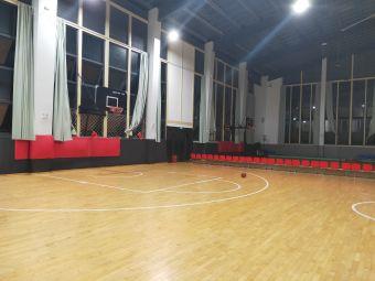 触摸天空美式篮球训练中心(新都店)