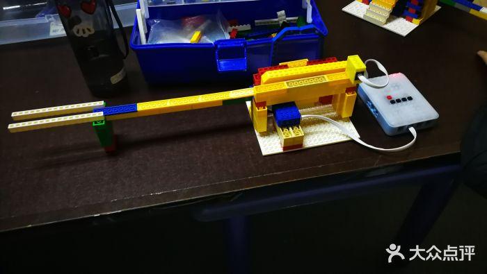 瓦力工厂机器人编程培训中心(大悦城校区)图片 - 第4张