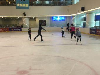 苏宁广场喜悦真冰场