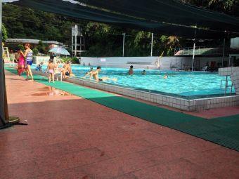 钜东游泳池
