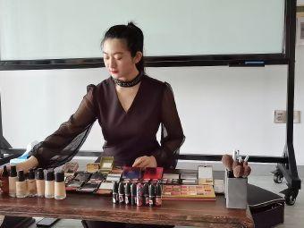 颜羽化妆造型培训机构