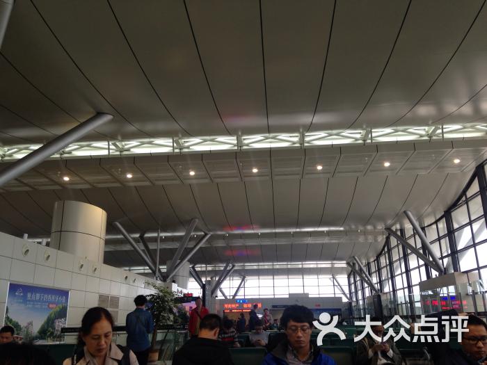 都有这样的情况 不爱打表…飞机场不大 9:15飞往杭州的飞机 7:40多就
