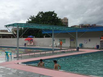 旧地游泳池
