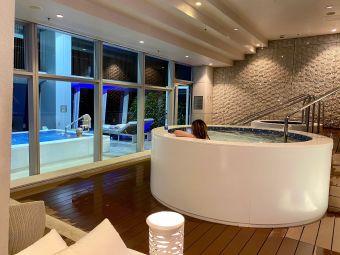 香港麗思卡爾頓酒店頂層泳池
