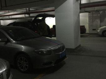 中山国际广场-停车场