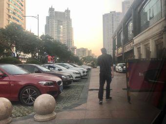 万川锦苑停车场