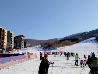 万科松花湖滑雪场飞翔伞基地