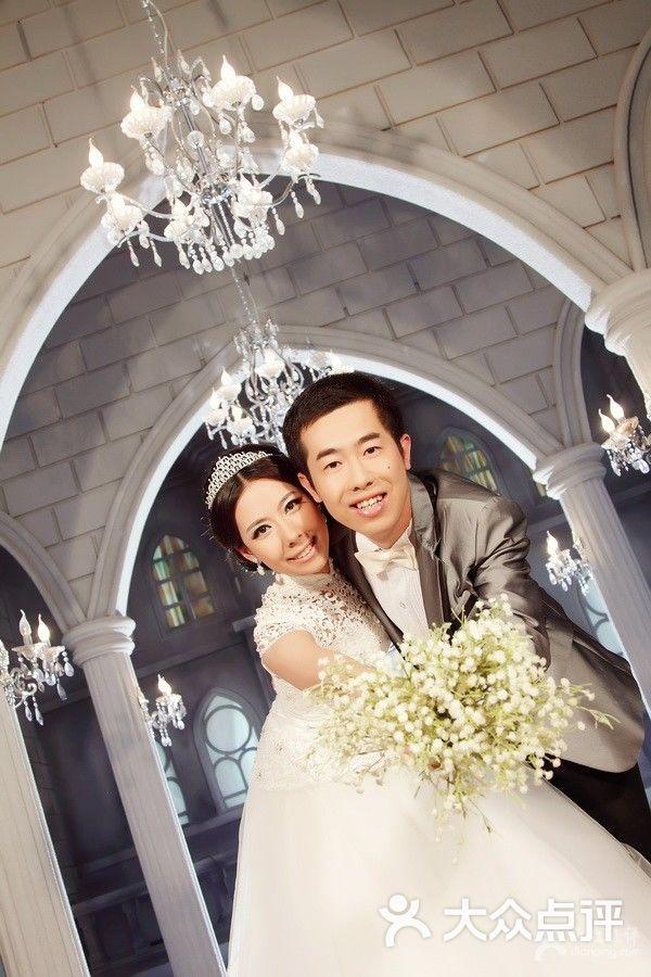 室内欧式婚纱照