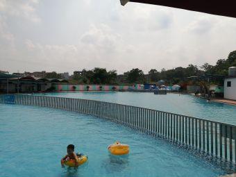 东鹿清泉游泳馆