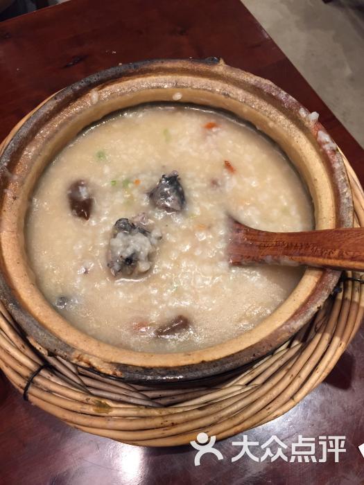 在这里吃过干贝虾粥和茶树菇乌鸡粥,先说虾粥,应该是喝过最棒的粥了