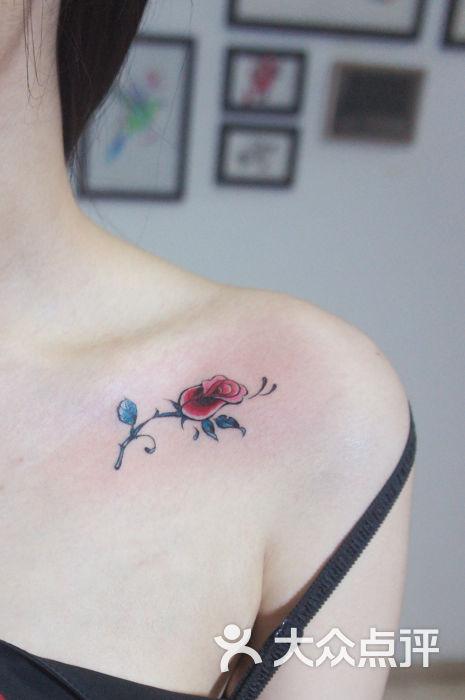 荆鸟刺青锁骨玫瑰图片 - 第25张