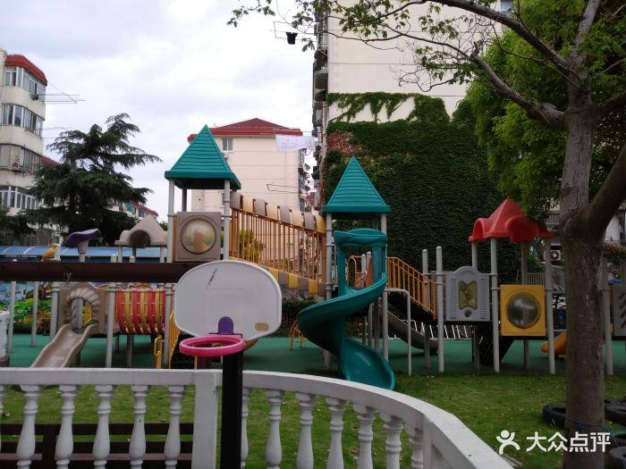 小天鹅幼儿园游乐区图片