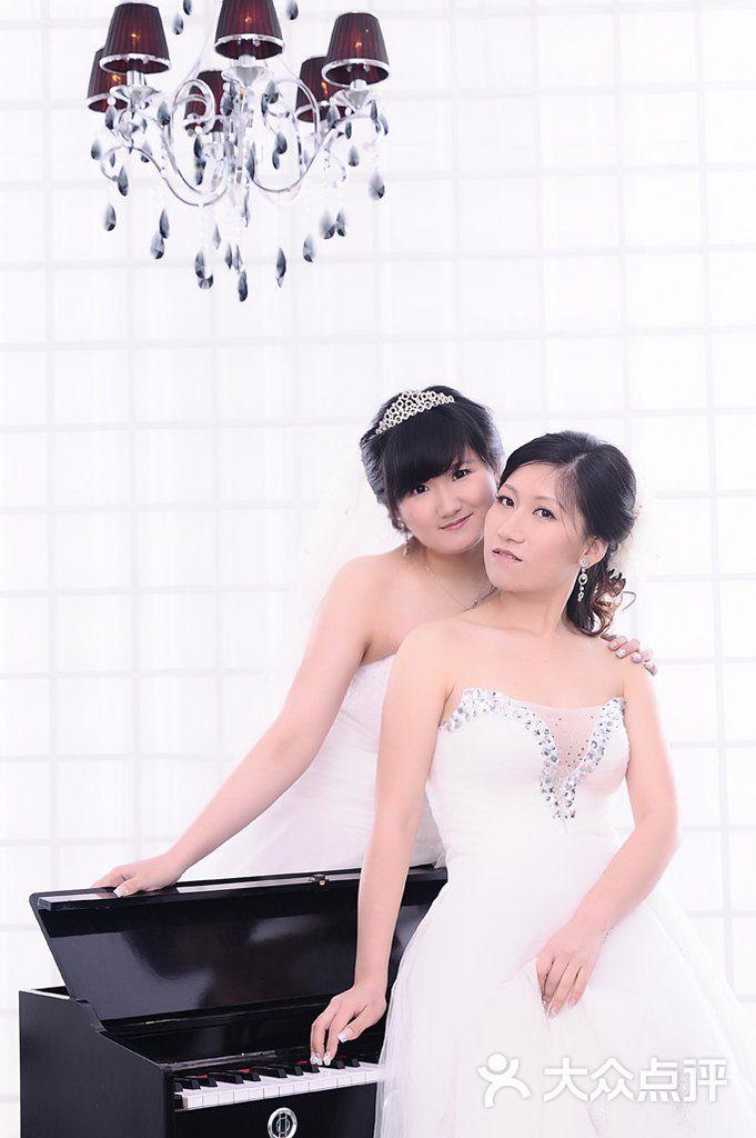 小薇 时尚 婚纱摄影_小薇时尚婚纱摄影