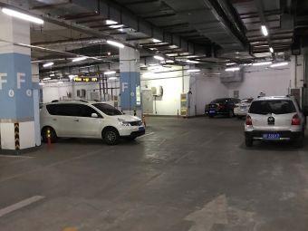 万达地下停车场