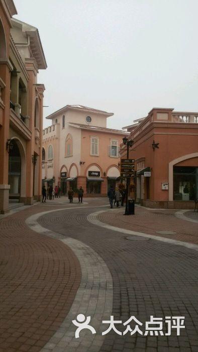 新燕莎奥特莱斯购物中心高清图片