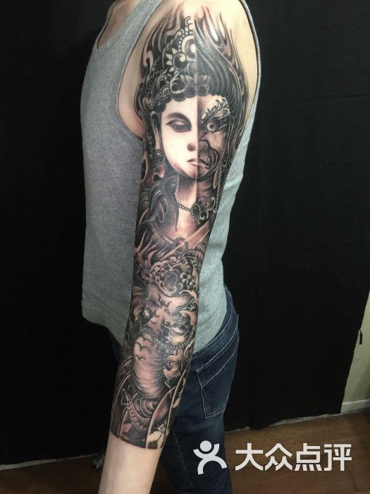 七分袖花臂纹身一念之间纹身象神纹身图片