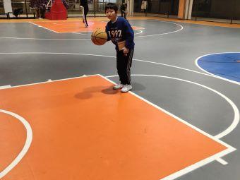 AK篮球基地