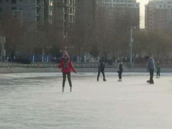 孔雀河公园滑冰场