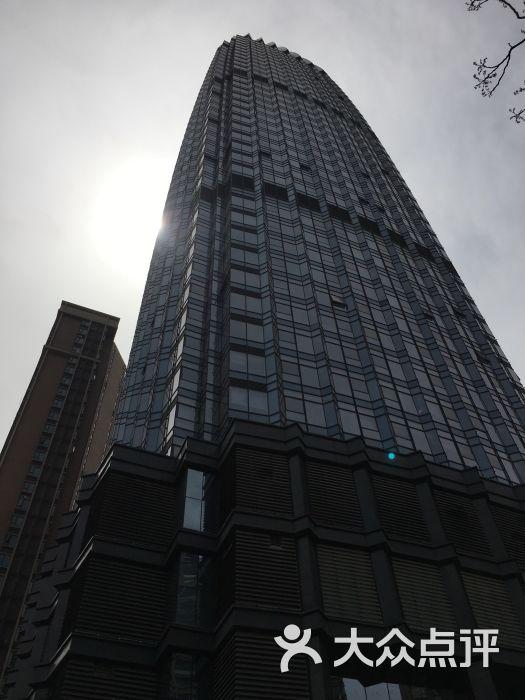 这家店的位置在阳明东路央央春天投资大厦