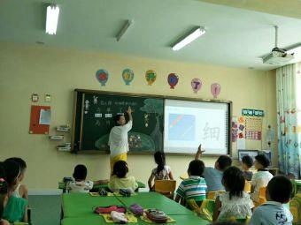 童晟新月校