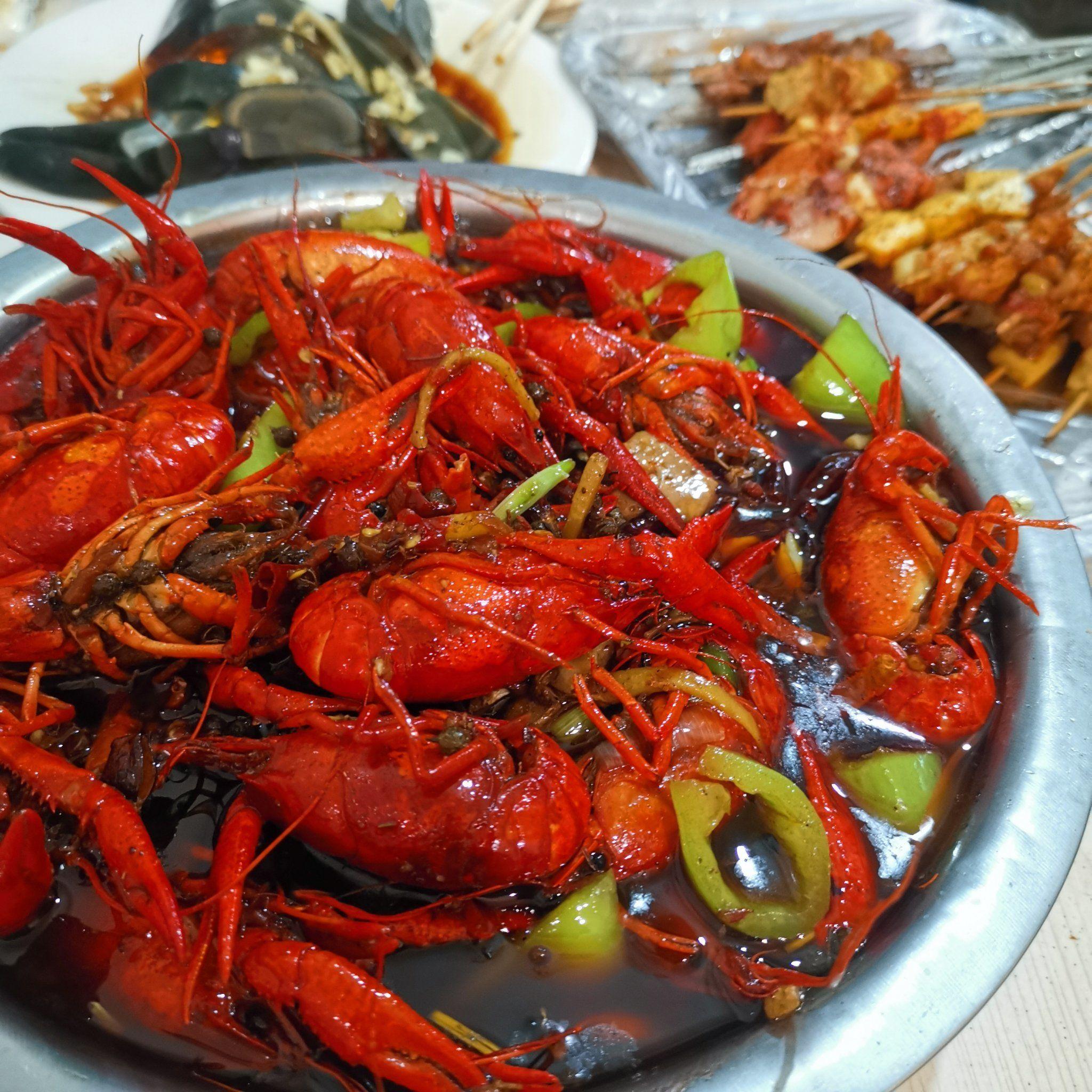 济南经四万达广场附近吃烧烤的餐馆