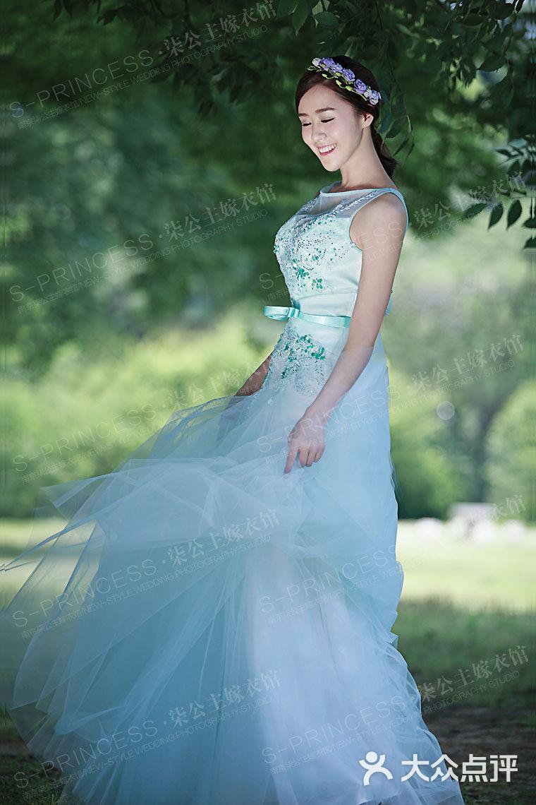 手绘古装美女火红嫁衣