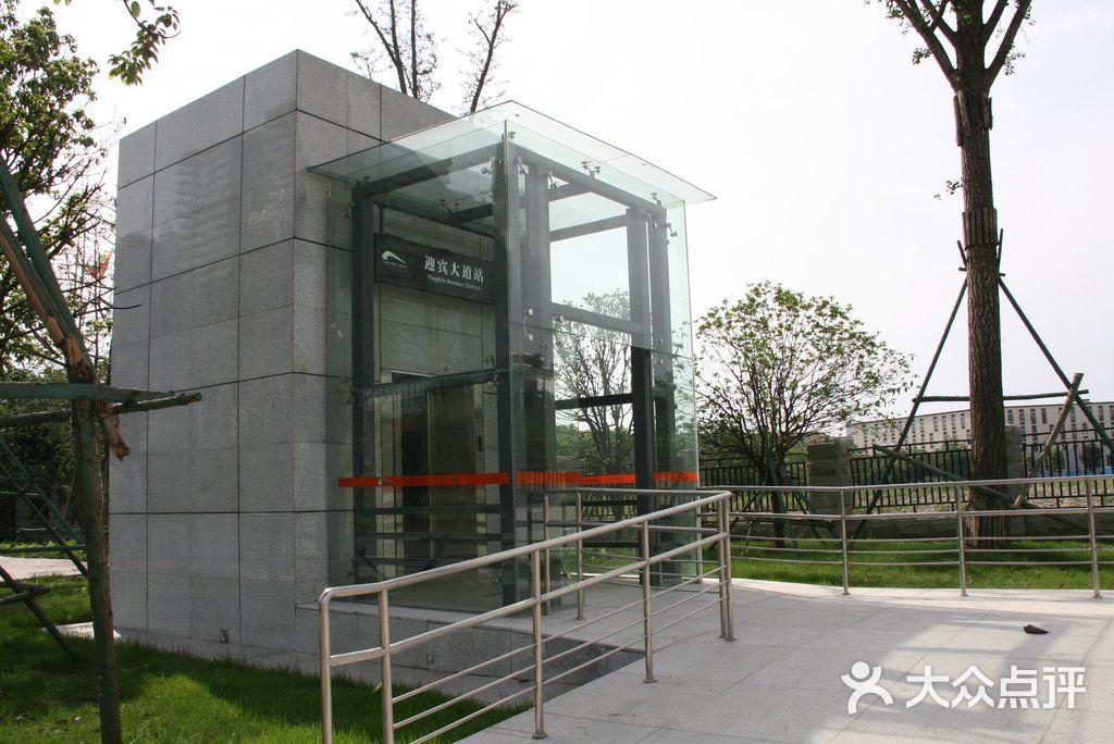 地铁2号线 迎宾大道站电梯图片 成都生活服务高清图片