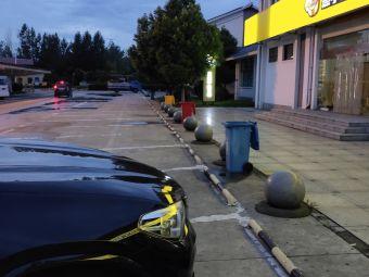 西桥服务区-停车场