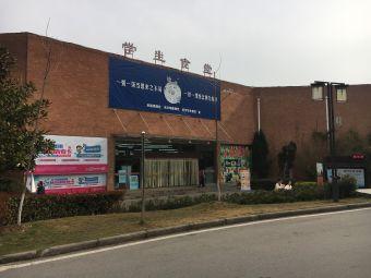 武汉设计工程学院停车场