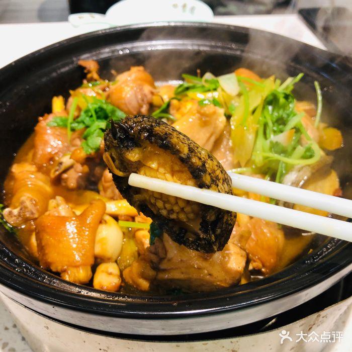 四季佬鲍鱼鸡煲·海鲜排挡鲍鱼鸡煲图片