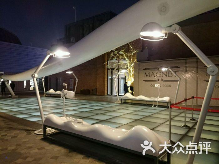 大悦城-楼顶雕塑图片-上海购物-大众点评网