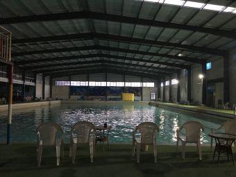 温泉度假村游泳馆