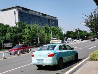 东湖高新区光谷政务中心停车场