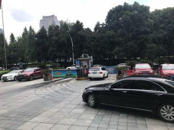 万国中心A座停车场