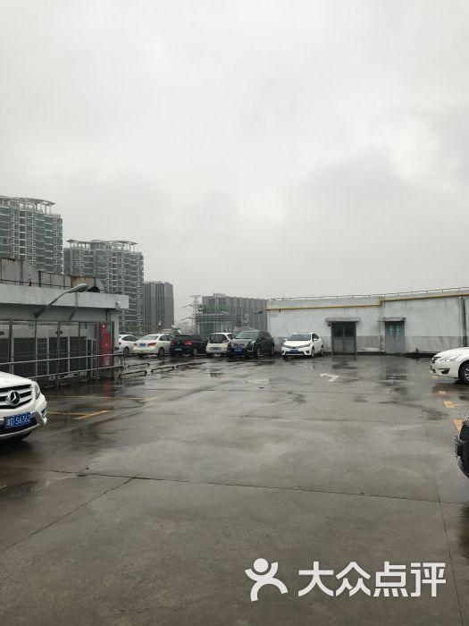 家乐福(万里店)停车场图片 - 第1张