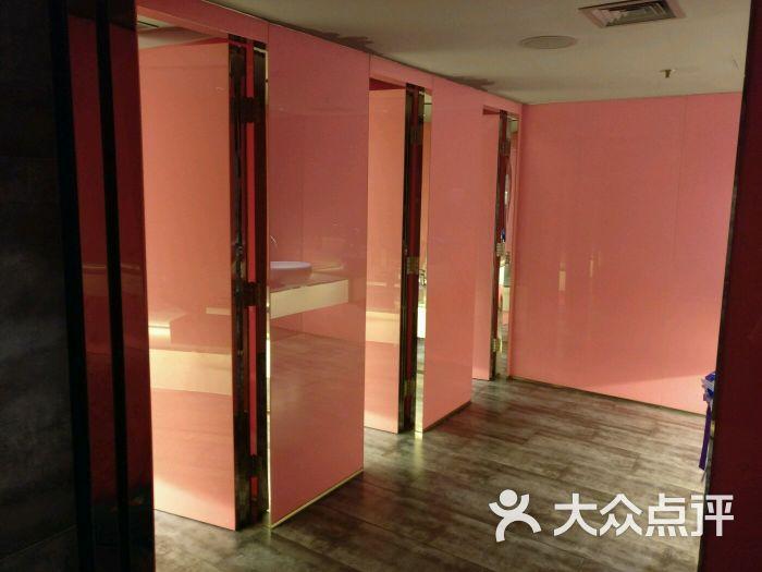 女厕所私拍图片_女厕所