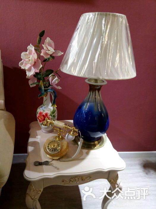 台灯及欧式电话机艺术品