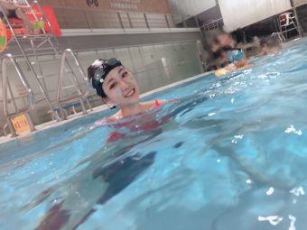 世纪莲游泳培训